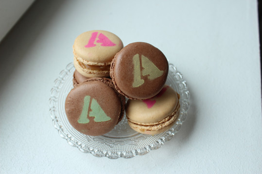 Lovely Desserts macarons personnalisés chocolat caramel beurre salé biscuits artisanaux