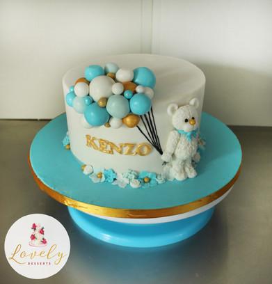 Gâteau d'anniversaire petit ours avec ballons