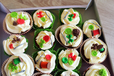 Cupcakes personnalisés pour évènement & anniversaire décor pâte à sucre