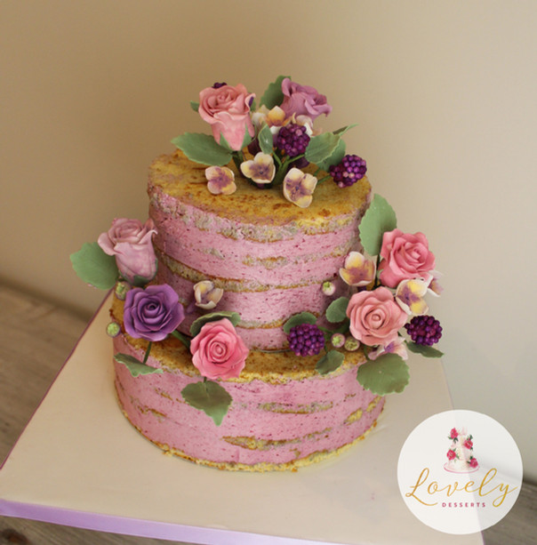 "Wedding cake ""naked cake"" rustique avec fleurs"