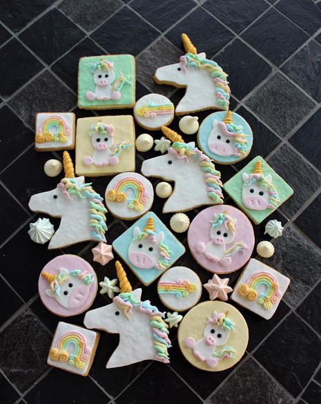 Biscuits décorés thème licorne & arc-en-ciel
