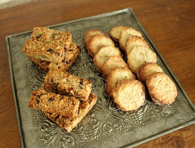 Barres de céréales fruits rouges et galettes suédoises avoine-chocolat