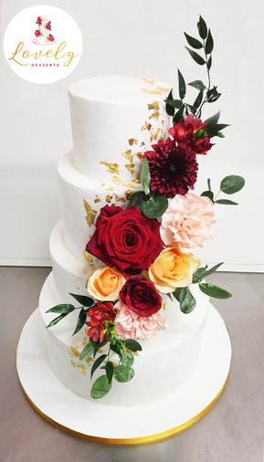 Wedding cake fleurs fraîches et feuille d'or