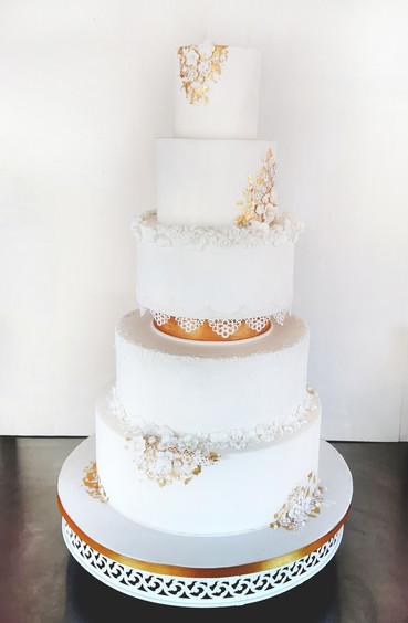 Wedding cake classique & élégant avec dentelle et feuille d'or