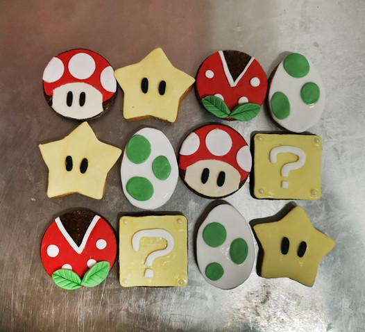 Biscuits décorés thème Mario