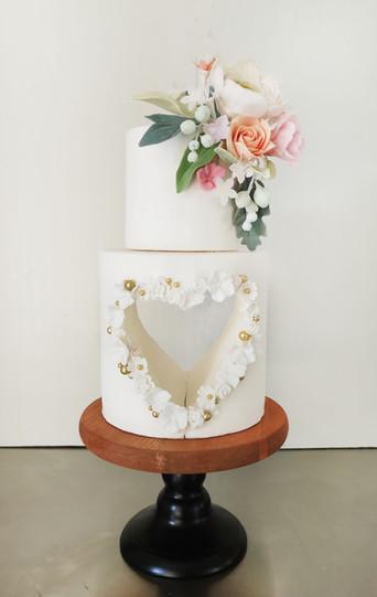 Wedding cake pâte à sucre décor coeur & fleurs en sucre