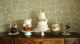 Wedding cake rustique & romantique avec fleurs