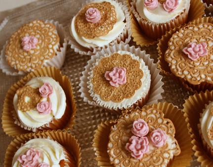 Cupcakes élégants dentelle & romantique pour mariage & anniversaire