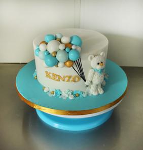 Gâteau décoré de baby shower / baptême petit ours et ballons