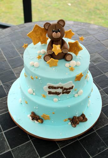 Gâteau décoré de baptême petit ours et étoiles