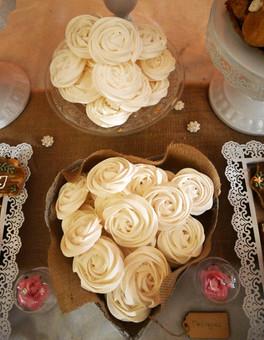 Meringues rosace élégantes artisanales