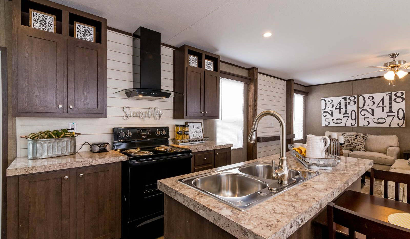 10-1676H kitchen 5-1600x1067.jpg