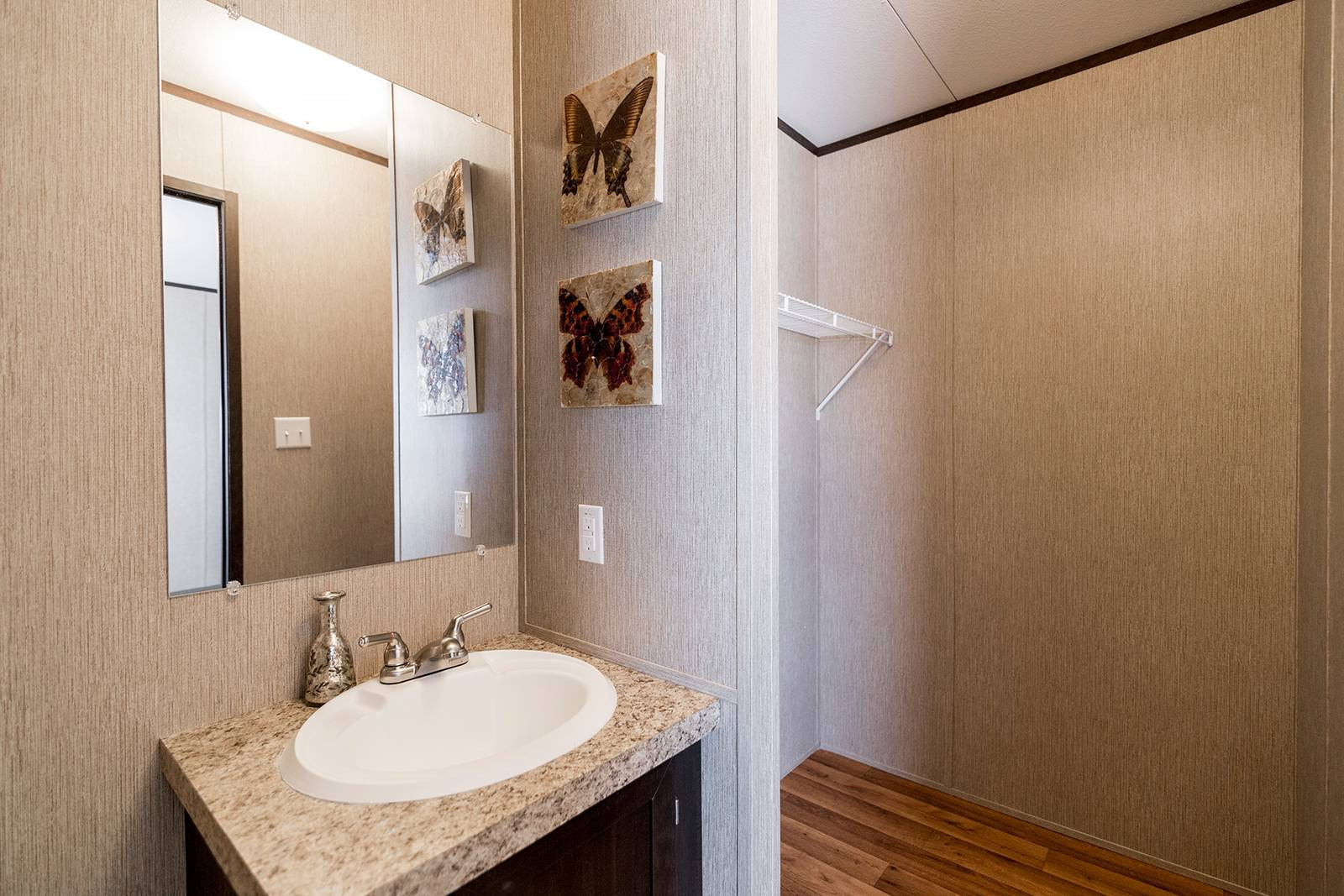 6 Redman 1466a Master Bathroom 1b 1600x1