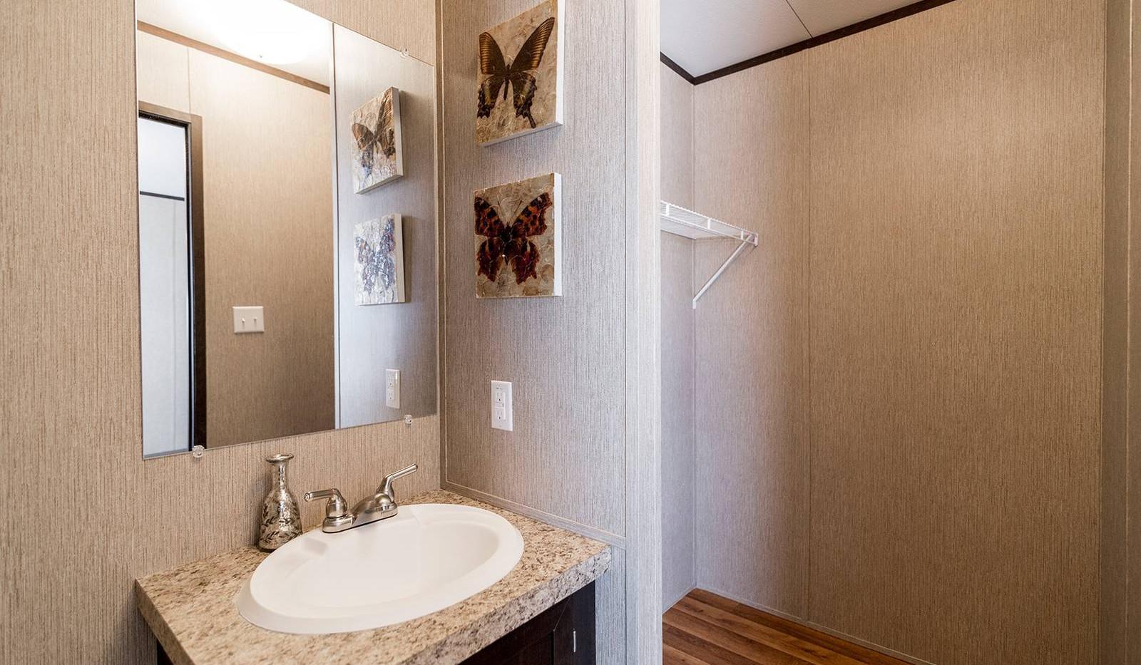 6-redman-1466a-master-bathroom-1b-1600x1