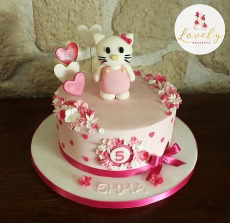 Gâteau décoré pâte à sucre anniversaire enfant thème Hello Kitty