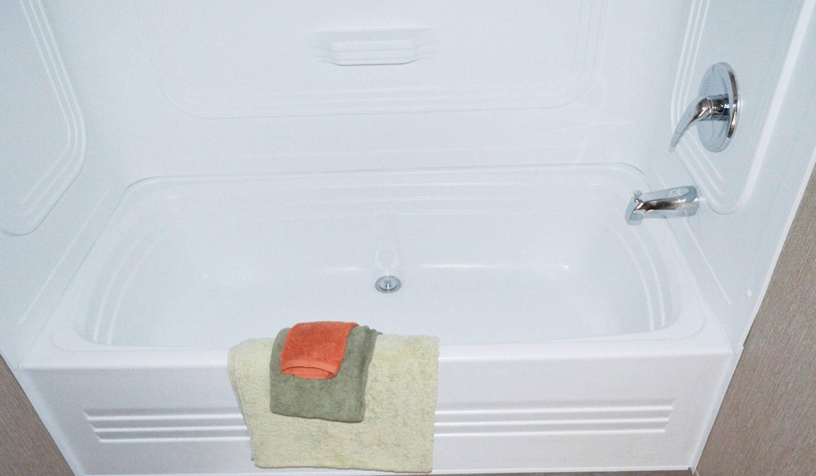 7-L10RM1668A bathroom 2C-edited-1600x106