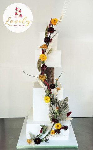 Wedding cake moderne & original avec fleurs séchées
