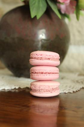 Macarons framboise par Lovely Desserts