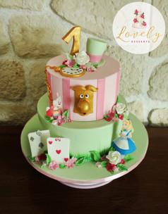 Gâteau d'anniversaire thème Alice au Pays des Merveilles