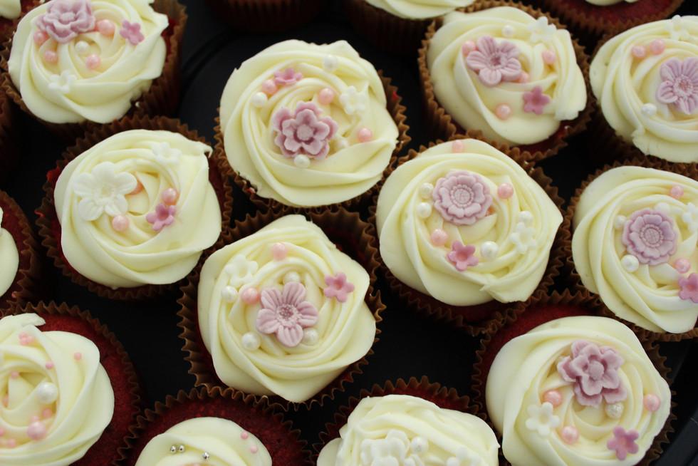 Cupcakes crème légère décor élégant our mariage anniversaire