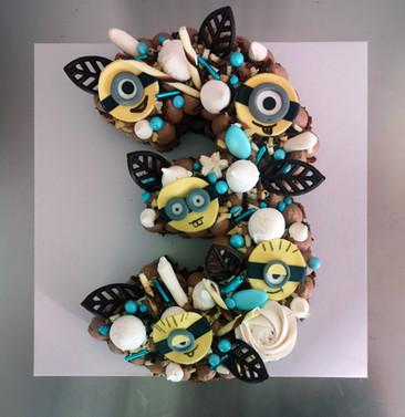 Number cake chocolat thème Minions