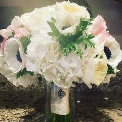 So soft and pretty #distinctivedesignsbydenice #makingyoureventsblossom #bridalbouquets