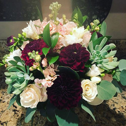Wine dahlias for a vineyard wedding #distinctivedesignsbydenice #makingyoureventsblossom #willabysca