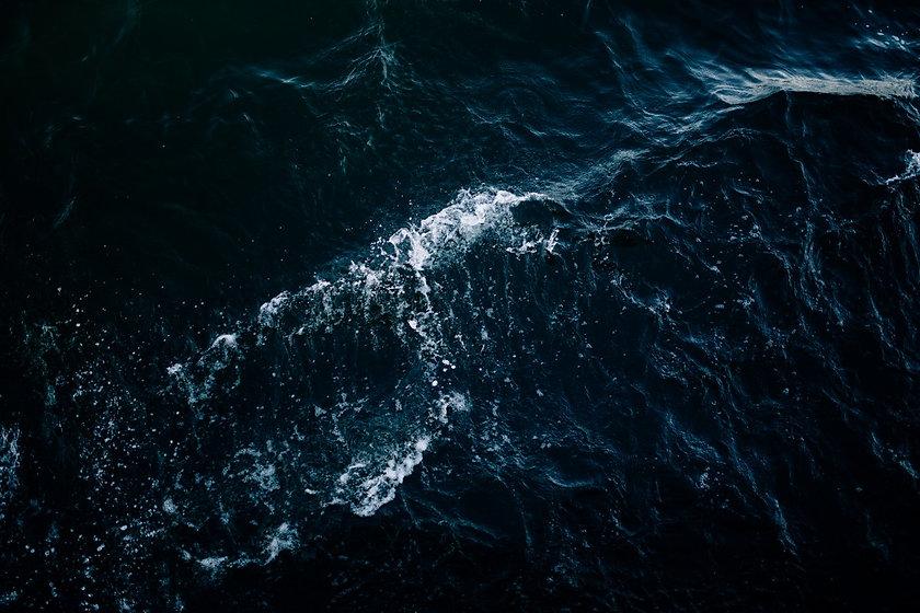 wave_sea_ocean_water_dark-1389936.jpg