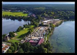 Die Lage zwischen zwei Seen