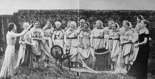 Scot Ladies Singing.jpg