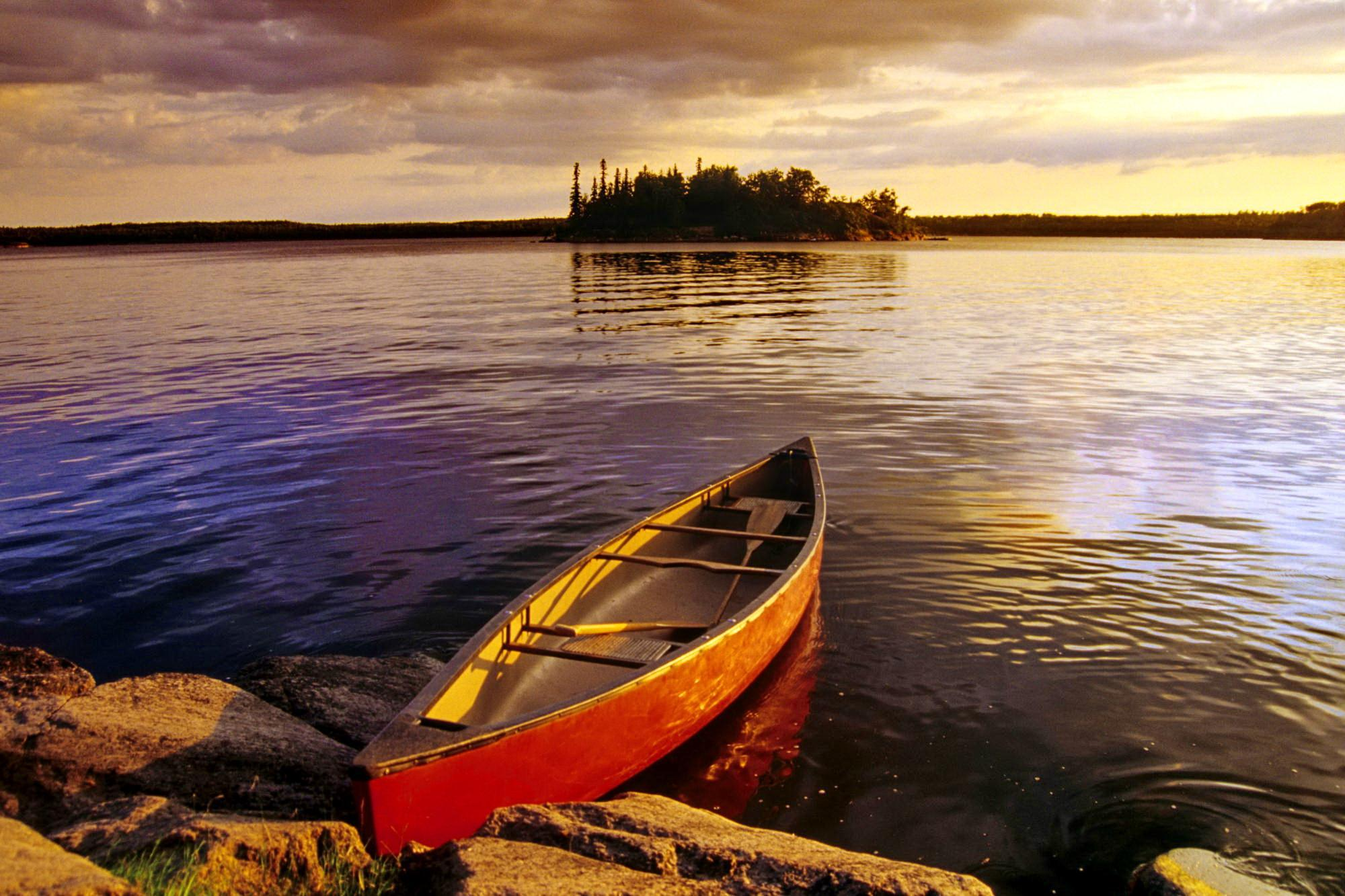 canoe-in-canadian-lake