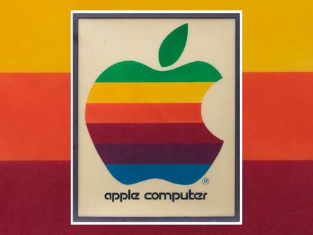 L'enseigne originale Apple Computer couleur arc-en-ciel aux enchères à partir de 12000$