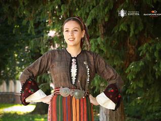Антерия с ръкав от района на Белица. Празнична женска носия от първата половина на ХХ век