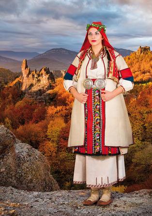 """2019 Календар с носии """"Девойко, мари хубава"""""""