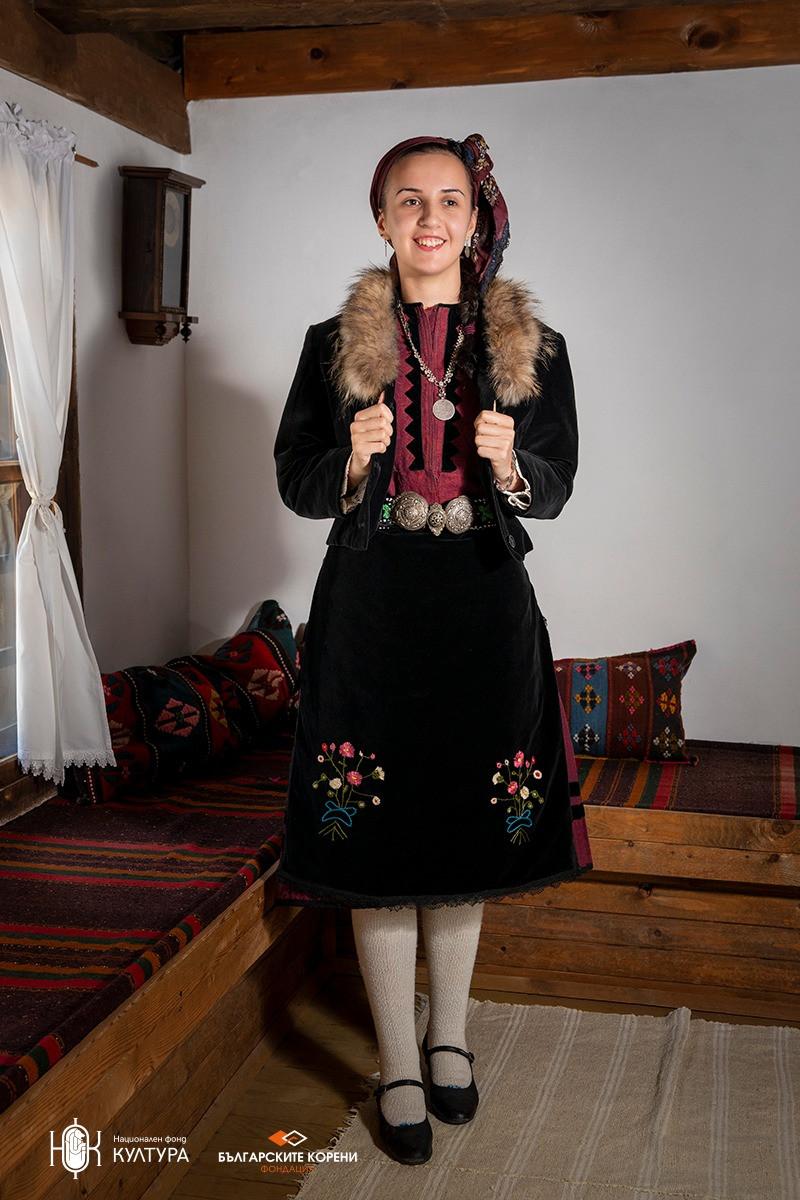 """Фустан """"гезиа"""" (джизия) в морав цвят, празничен костюм от началото до 40-"""