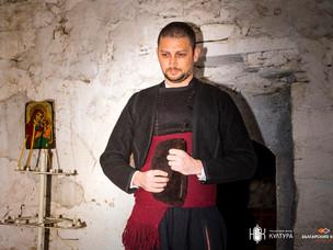 Мъжка носия от тъмна аба от втората половина на XIX век