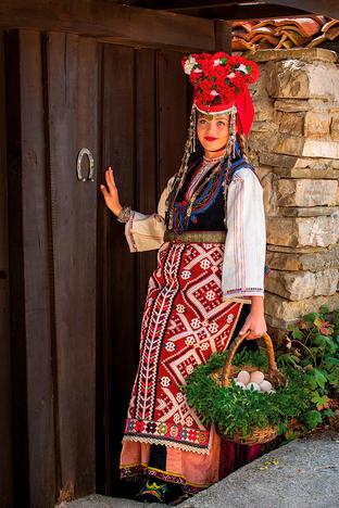 """2021 Календар с носии """"Девойко, мари хубава"""""""