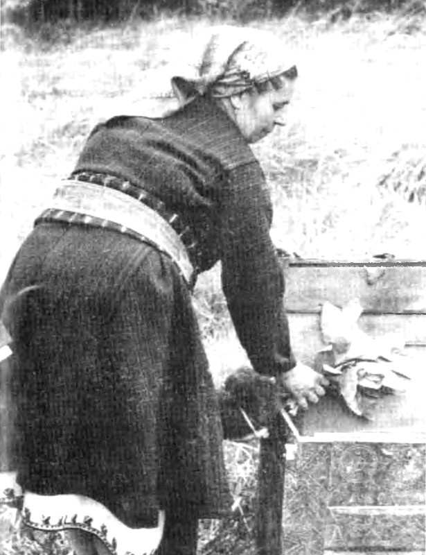 Премитане на раклата с орехова шума, с. Чуречене, Благоевградско