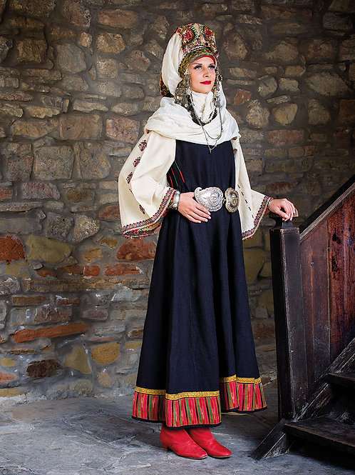 "Постер ""Невестинска носия със сокайна украса, Габровски регион"""