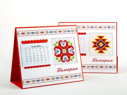 Настолни пирамидки с българска шевица
