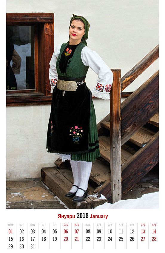 Женски костюм от Разлог (началото на ХХ в.)   Woman's сostume from Razlog (early XX c