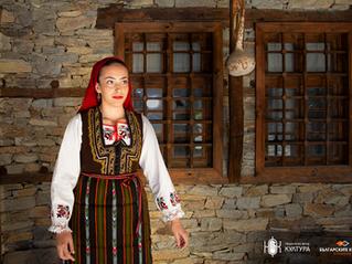 Празнична женска носия – фустан, от Разложко