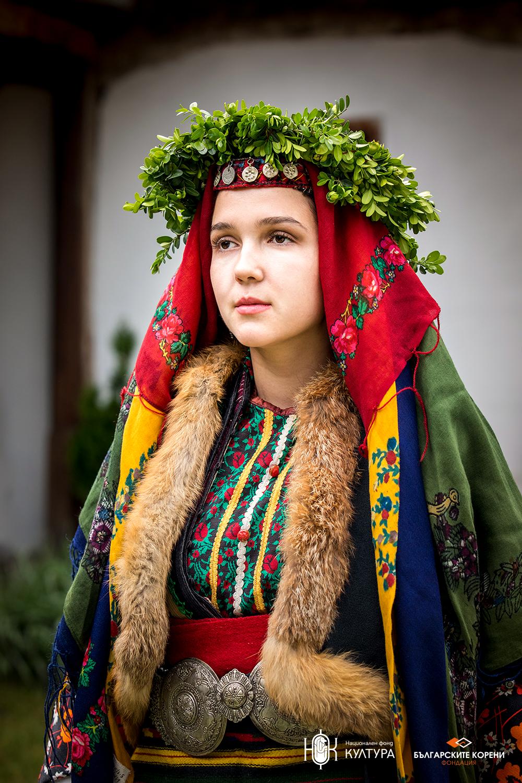 Празнично невестинско облекло от края на ХІХ век от Разлога
