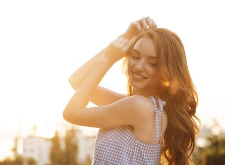 7 летни трикове за косата ти – за да я поддържаш здрава и хидратирана