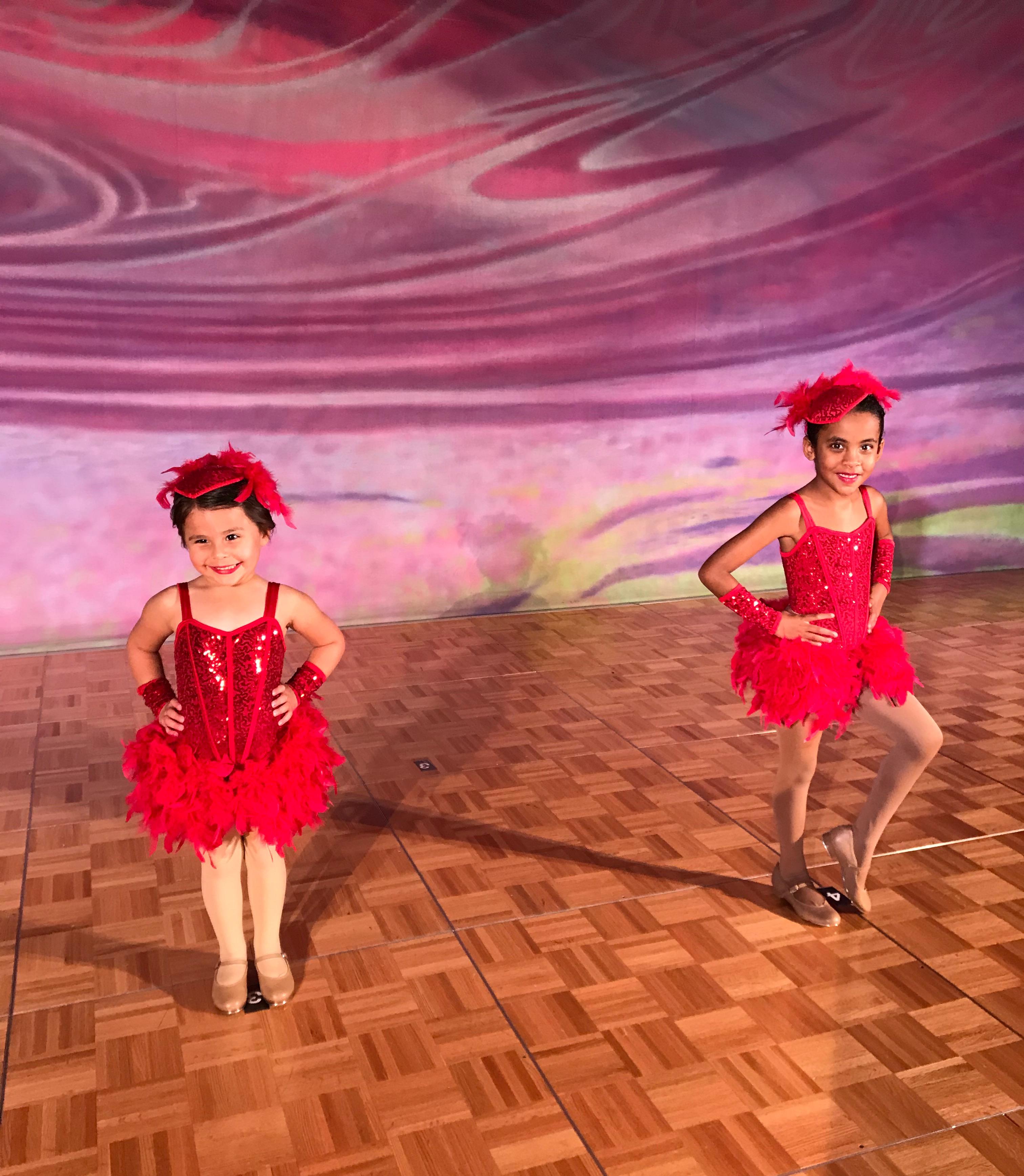 Maddie & Aryana - Dancin' on Broadway, R