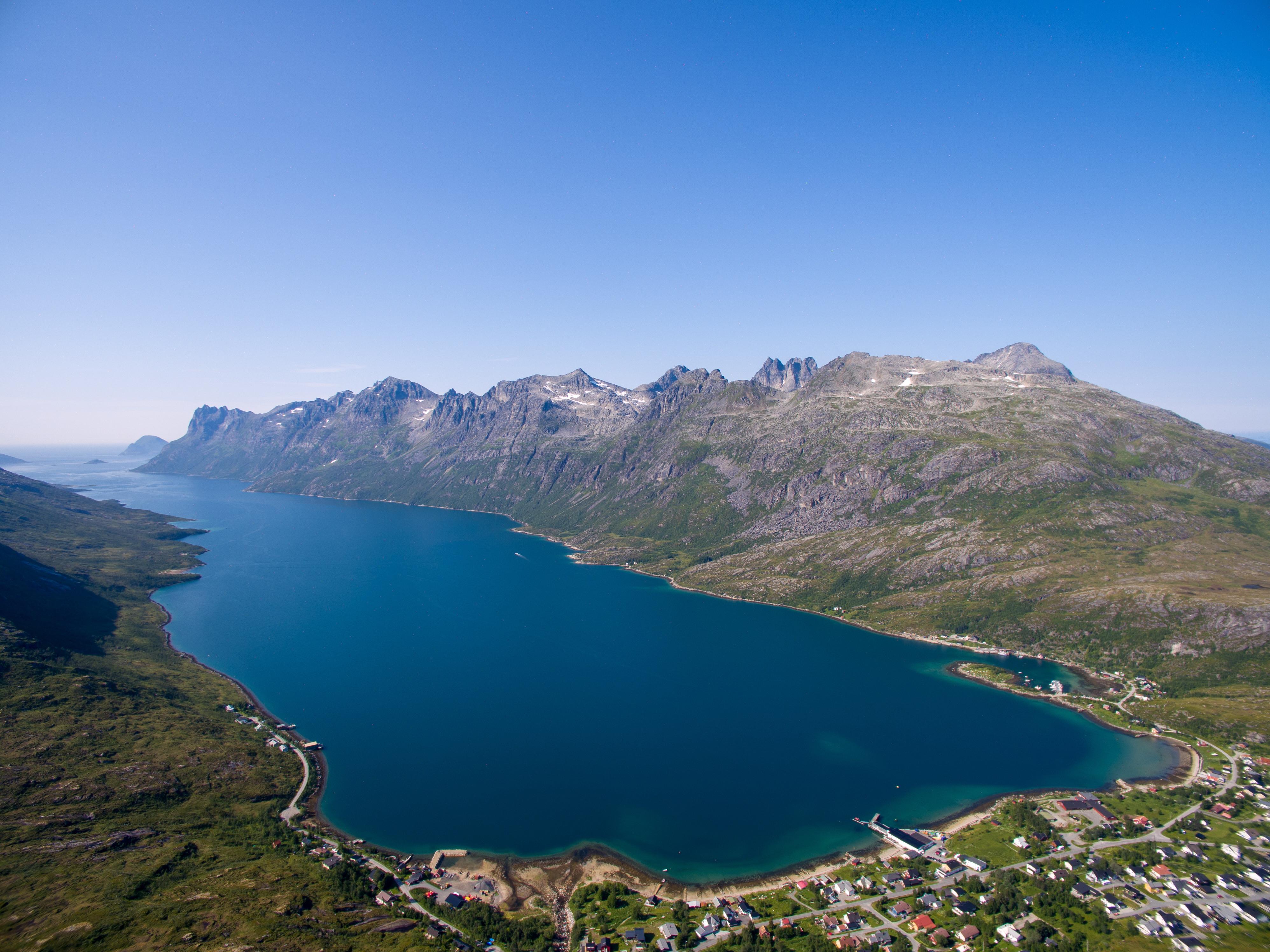 Easy hike to Nattmålsfjellet (mountain)