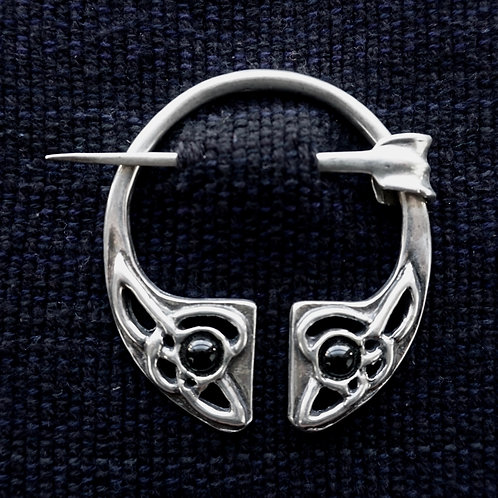 Irish Knot | Brooch, Onyx