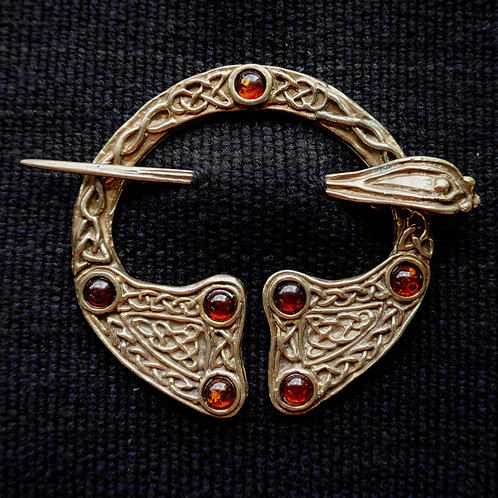 Seven Stone | Brooch, Amber