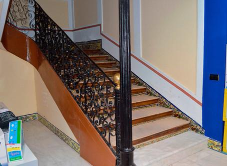 Intervención en escalera protegida por Plan Especial en edificio de calle San Francisco