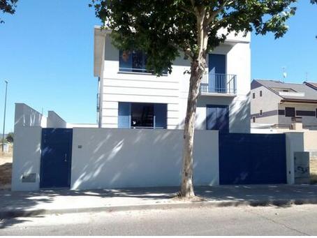 Obra nueva. La casa de las ventanas azules